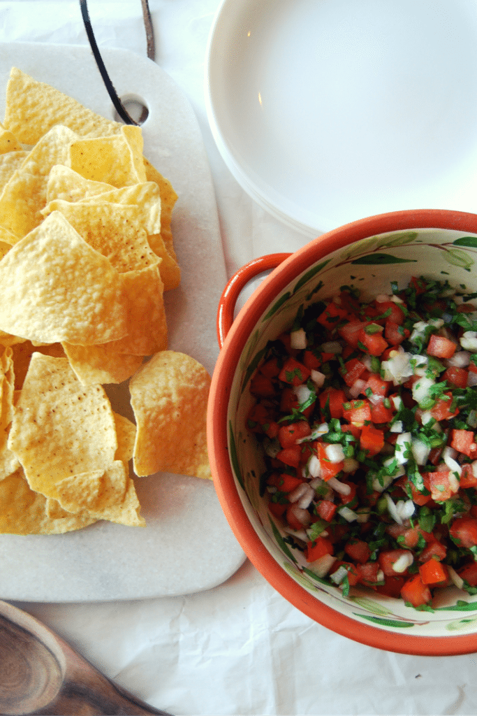 Pico de gallo (or salsa fresca) is an amazingly flavourful fresh salsa that you won't regret making this game day! | game day nachos recipes | accidentallycrunchy.com