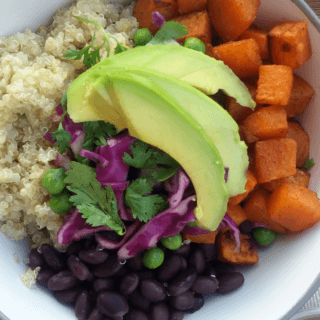 This deliciously healthy buddha bowl with sweet potato, quinoa and black beans is an easy to make nutrient rich and naturally gluten-free and vegan dinner option | recipe from accidentallycrunchy.com