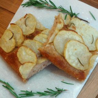 vegan potato and rosemary focaccia | recipe from accidentallycrunchy.com