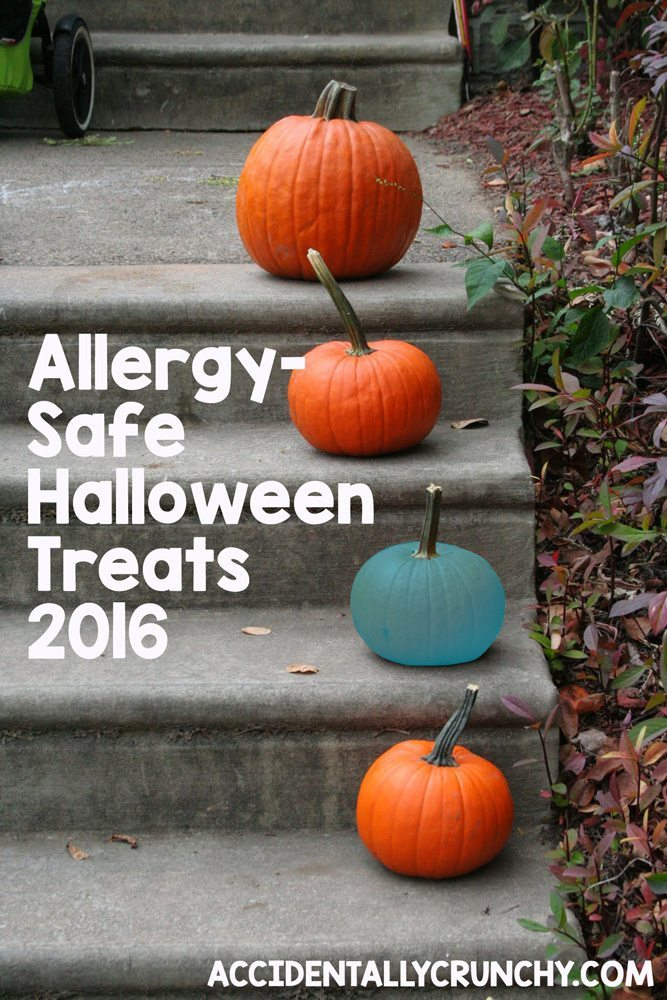 Allergy-Safe Halloween Treats - 2016 Target Halloween Allergen Guide | find more food allergy resources and great allergy-friendly recipes at accidentallycrunchy.com