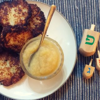 the best vegan apple potato latkes | accidentallycrunchy.com